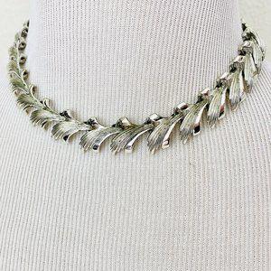 Vintage 1980s Leafy Silver Chevron Choker Necklace